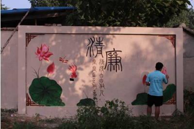 """现在的桃墟镇,一幅幅""""中国梦,我的梦"""",""""清廉"""",""""劝学"""",""""家和万事兴""""等"""