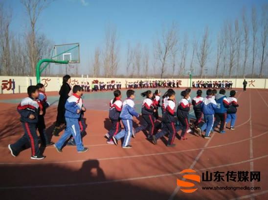 高青县木李镇杨坊完全小学阳光体育冬季长跑启动仪式