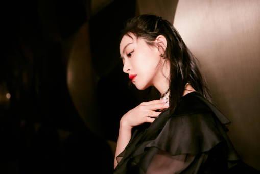 宋茜出席湖南卫视五四晚会 演唱《下一站是幸福》主题曲共贺青春万岁