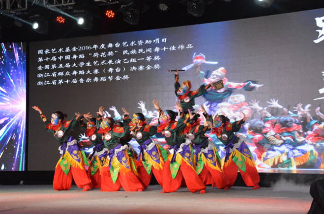沂水县举办首届山东大沂蒙风情谷乡村旅游文化节暨纪念《沂蒙颂》首映45周年仪式