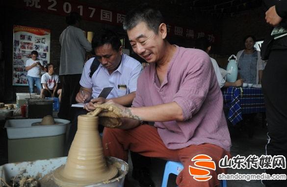 2017中国(淄博)国际木火节开幕  12个国家45名陶艺家现场制作