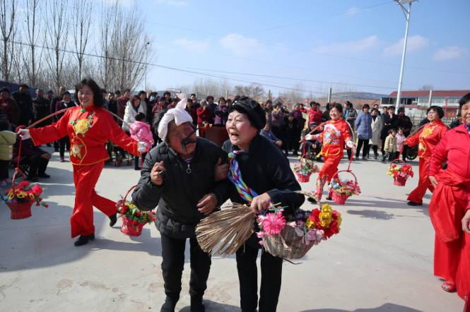 沂水县黄山铺镇:乡村举办庆新春文艺演出奏响时代新乐章