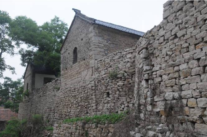"""山东淄川:石头房里建起高端民宿 沉闷""""石头村""""重获新生"""