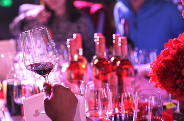 张裕推出了首款新鲜易饮型葡萄酒,重庆惊艳亮相
