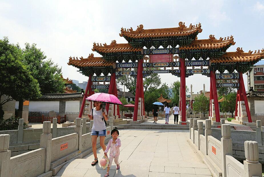 济南府学文庙免费开放游客多