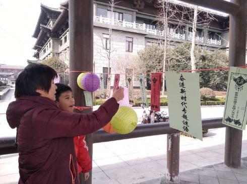 """梁山县水泊街道社区开展""""奋进新时代、元宵猜灯谜""""活动"""